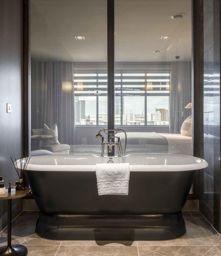 Dakota Hotel Suite Bathroom Priviglaze Partition