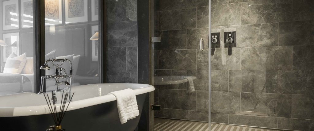 Dakota Hotel Deluxe Bathroom